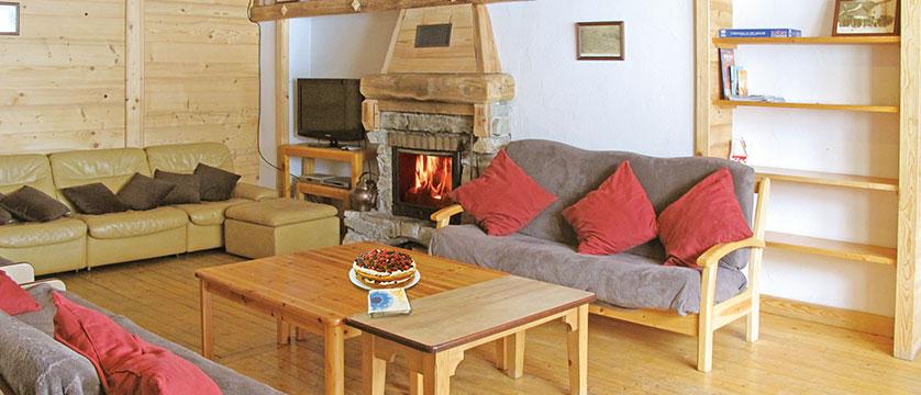 France_La-Plagne_Chalet-Chanterelles_Lounge-fireplace.jpg